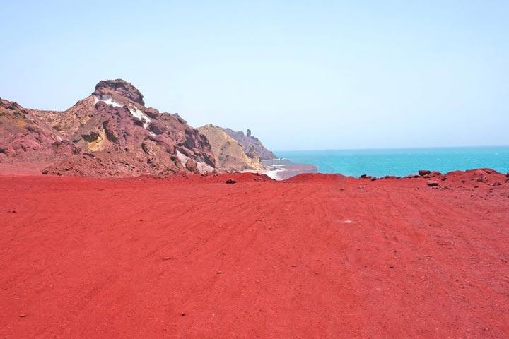 ساحل سرخ جزیره هرمزگان یکی از عجایب جهان